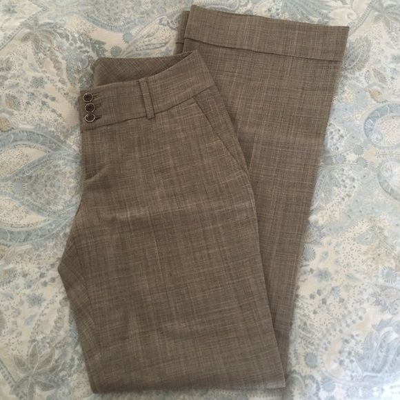 Banana Republic Martin Fit Trouser Beautiful, gently worn (2-3x), Banana Republic wide leg trousers. Lightweight, have some stretch, and cuffed hems. Perfect for spring! Banana Republic Pants Trousers