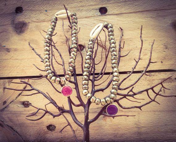 Bracelet en pyrite, coquillage et médaille de lourdes.