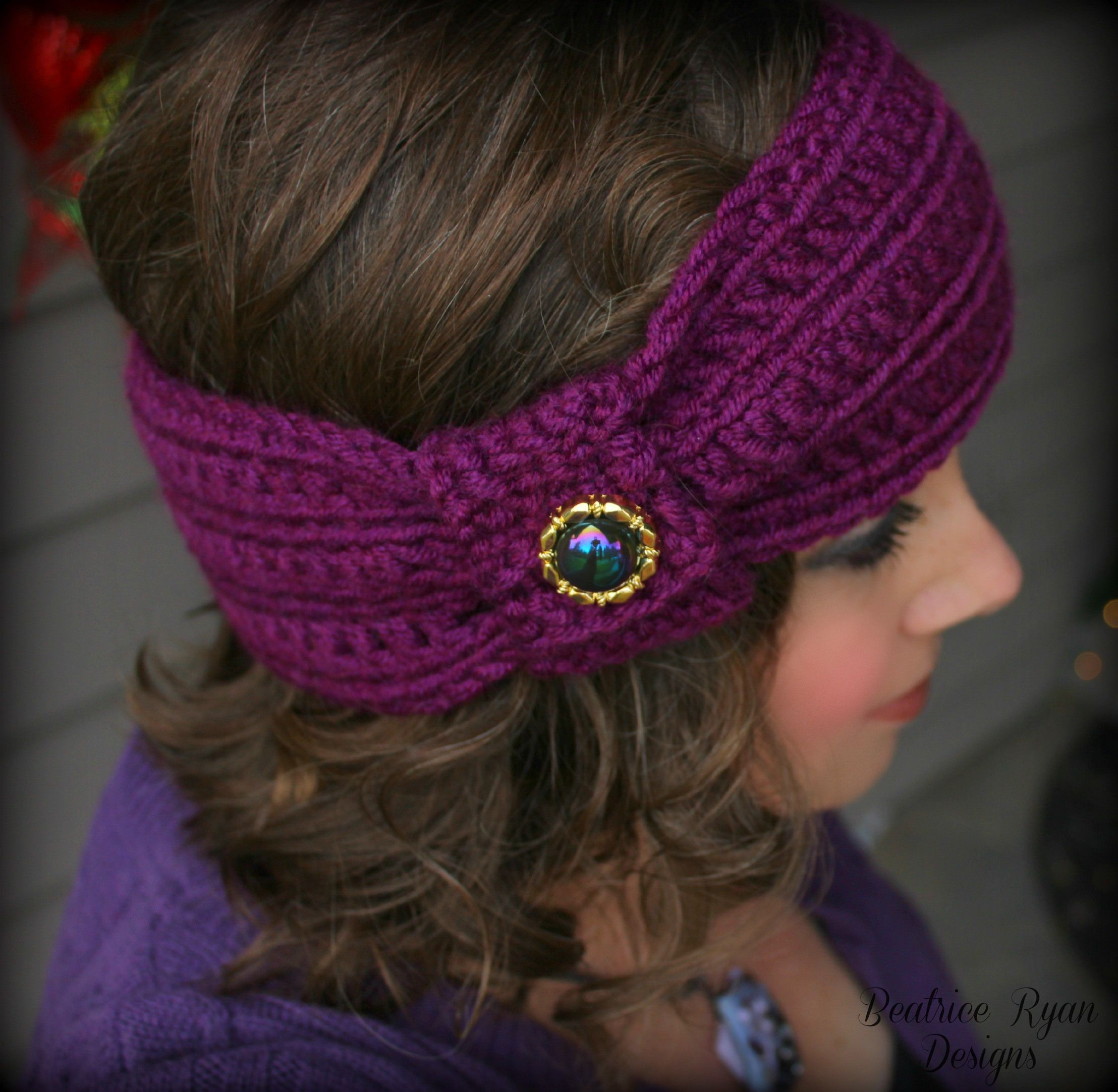 Cute! And a great way to use some of those vintage (and new) buttons I have! Wintertide Headband Free Pattern ༺✿ƬⱤღ✿༻