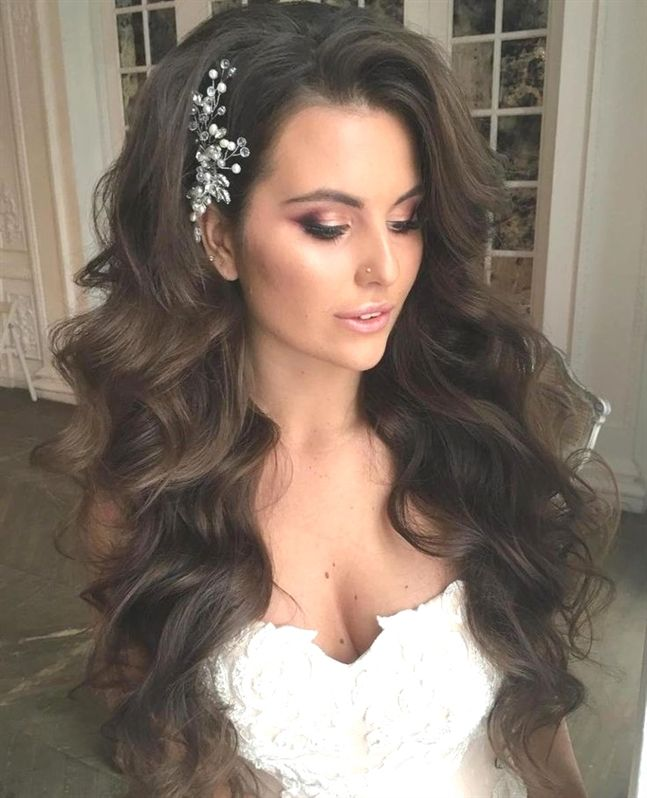 12 Long Mermaid Waves Wedding Hairstyles For Long Hair Are Fairly Simple For Women Who Sport Healthy L Long Hair Wedding Styles Long Hair Styles Hair Styles