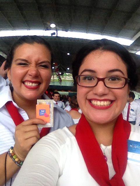 Con los regalito a que hicimos para los hermanitos #jw #asambleainternacional #betelguayaquil #programaguayaquil