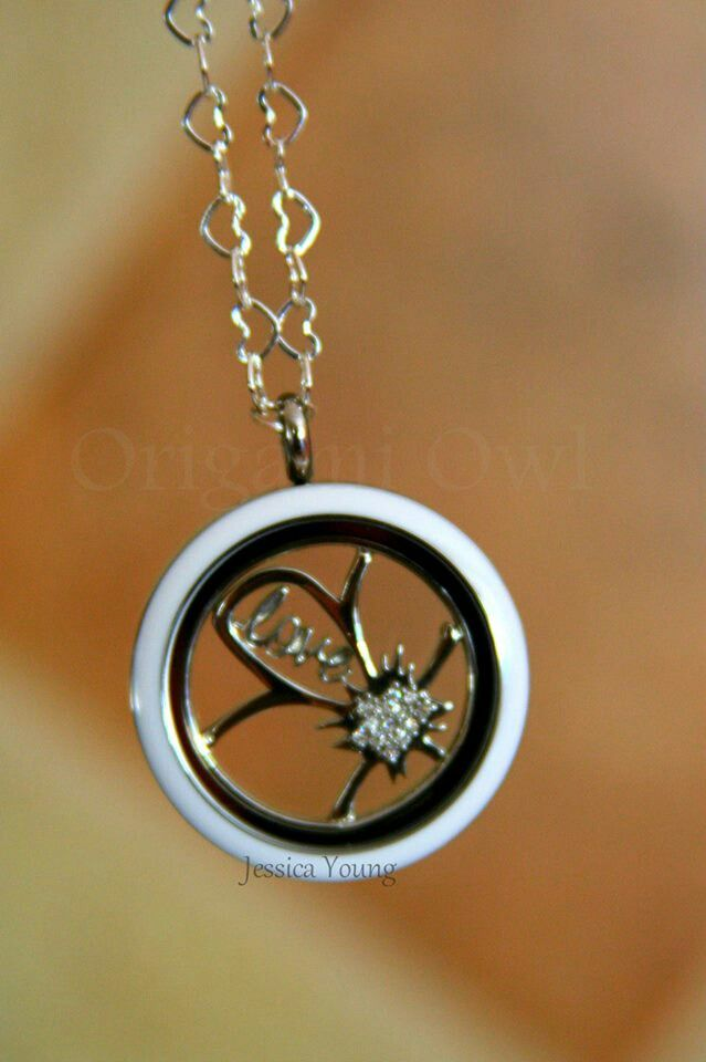 Origami Owl Love This Way To Use The Flower Window Plate
