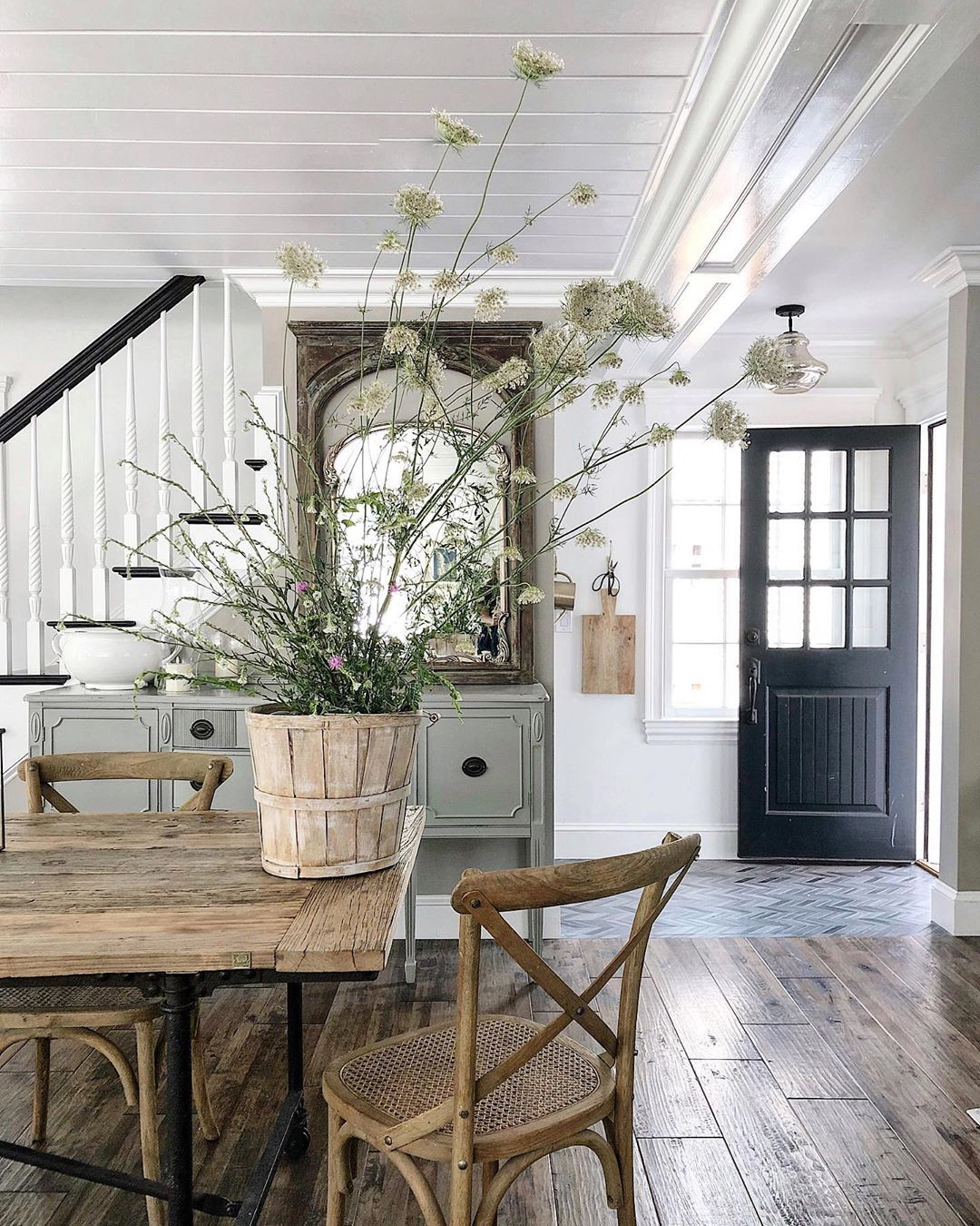 Ellen On Instagram Sunshine And Wildflowers Farmhouse Wildflowers Farm Modern Farmhouse Interiors Farmhouse Interior Modern Farmhouse Interior Design