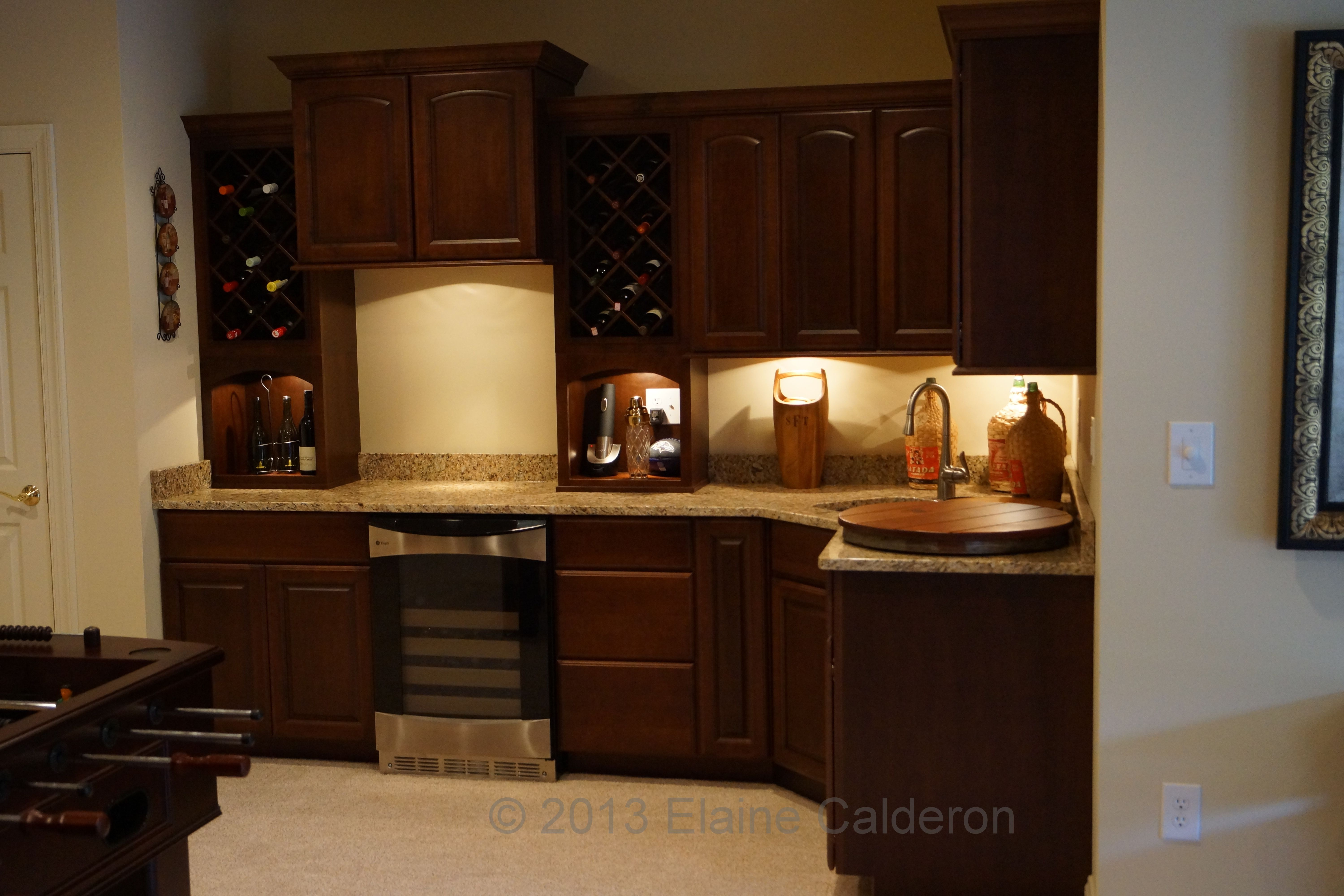 Medallion Silverline Cabinetry Camilla Maple Door Gingersnap Stained Finish New Venetian Gold Granite Maple Cabinets New Venetian Gold Granite Cabinetry