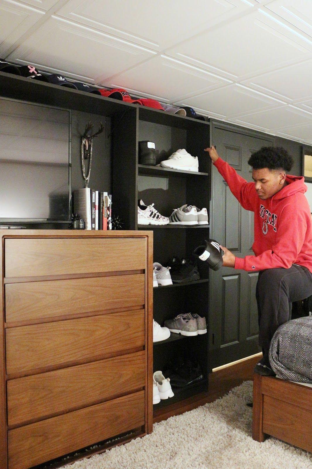 Photo of Keller-Schlafzimmer des jugendlich Jungen decken auf