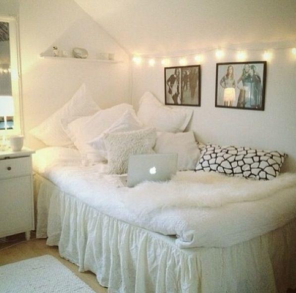 Weiae Wande Lichterkette Schlafzimmer Lichterkette: Dorm Room Decorating Ideas BY STYLE