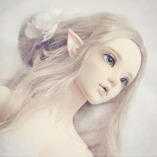 elf type. i love the ears, beautiful and look so natural.