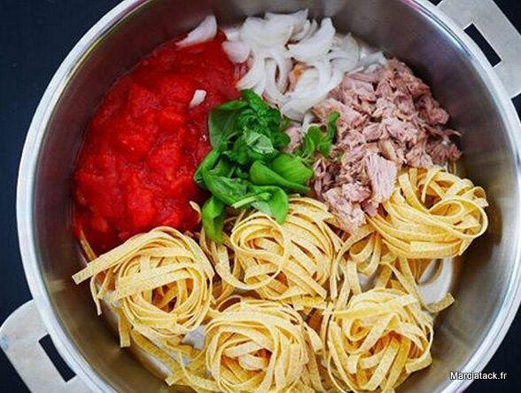One pan pasta thon tomates recette plats de p tes le - Cuisiner du thon en boite ...