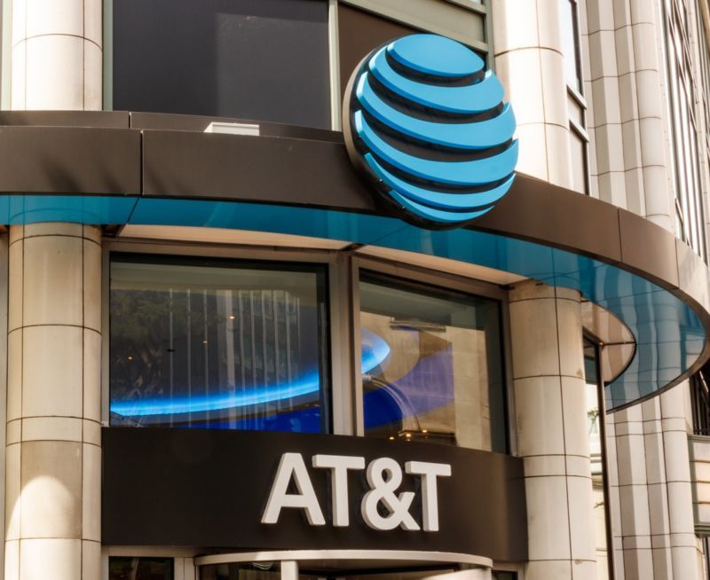 AT&T loses another 1.3 million TV customers as DirecTV