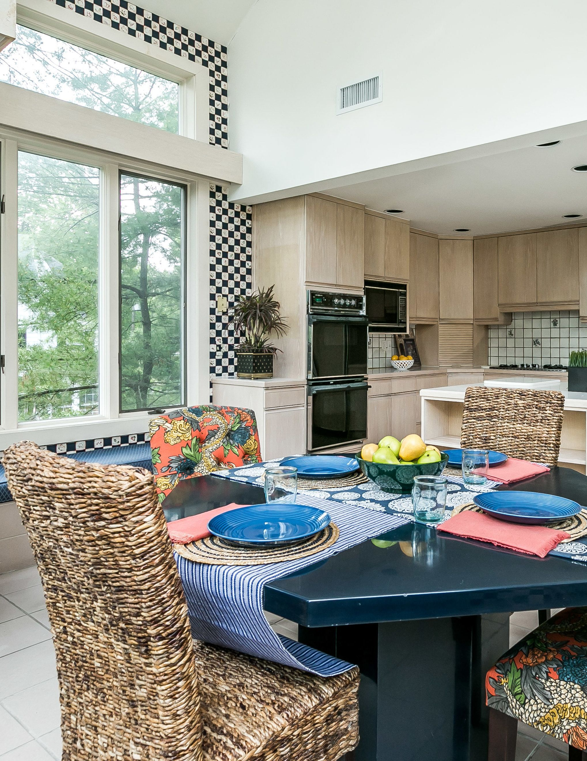 Pop Of Color Dining Area In Mount Washington, Md Home