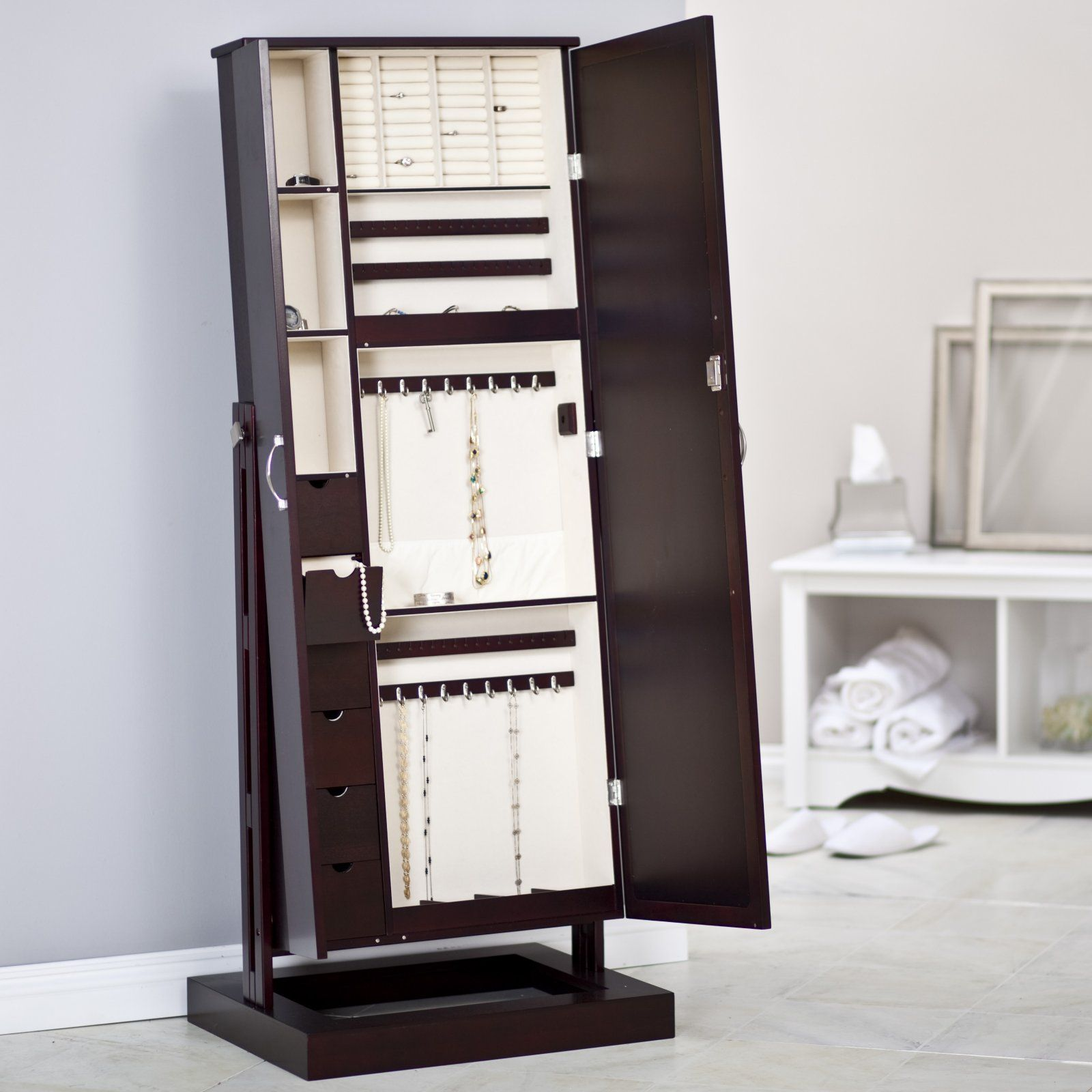 Yes this will go in my walk in closet Bordeaux Cheval MIRROR