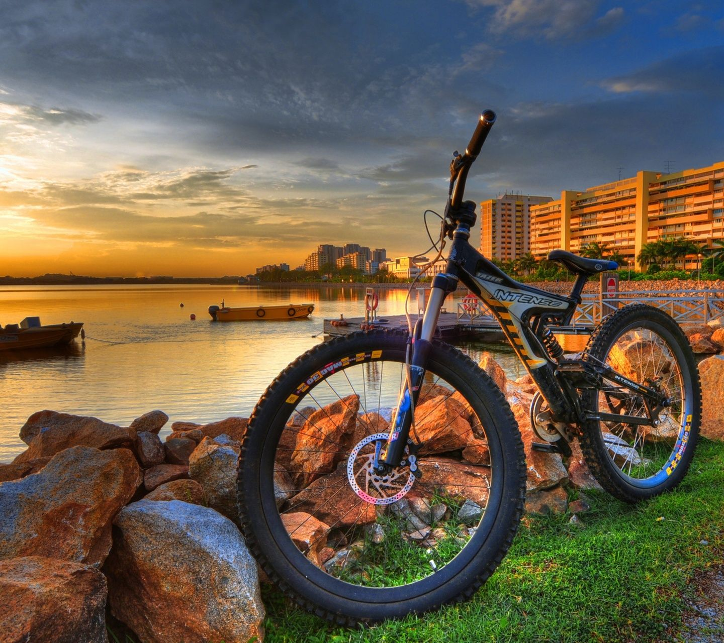 Its Better To Walk Alone Than With A Crowd Going In The Wrong Direction Bicycle Wallpaper Bicycle Bicycle Pictures