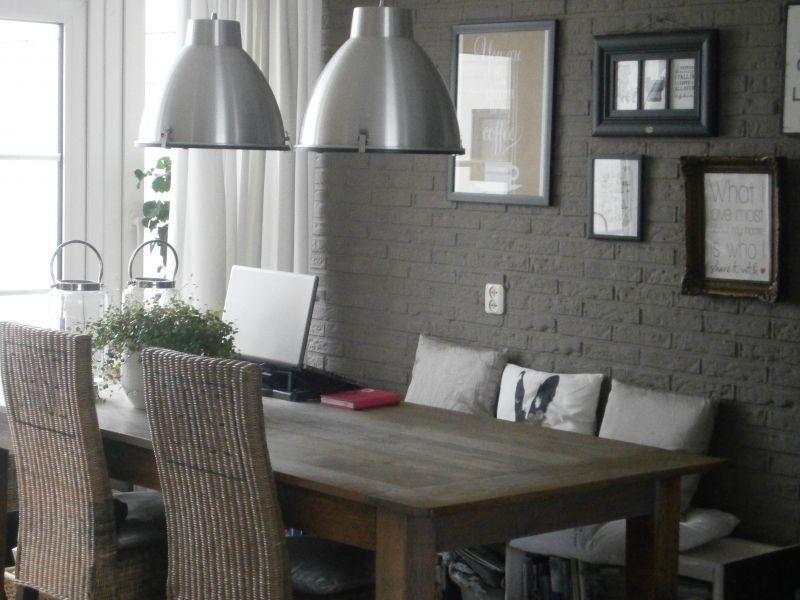 Idee voor eethoek let op eettafel en decoratie aan de muur for Decoratie op eettafel