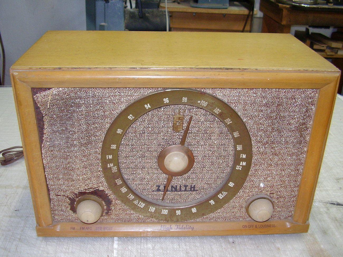 Zenith Model A835e Am Fm Table Radio Parts Or Repair Vintage Vintage Radio Vintage Radio