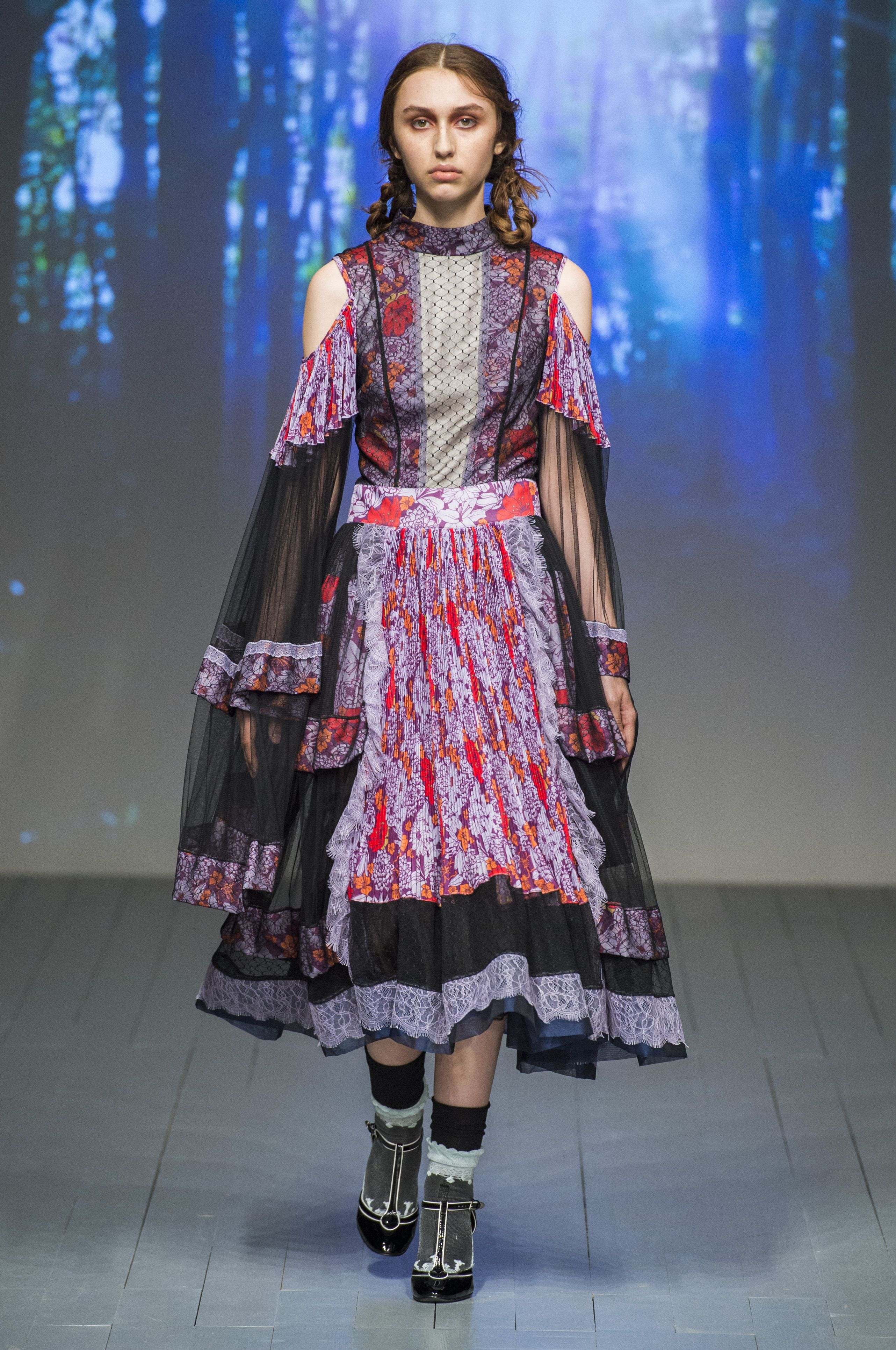 Fashion style Aksu bora fall runway review for woman