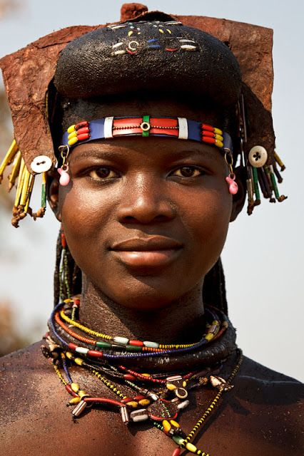 MUCAWANA (MUHACAONA) PEOPLE: ABORIGINAL NOMADIC AND FASHIONABLE PEOPLE IN THE REMOTE SOUTH OF ANGOLA