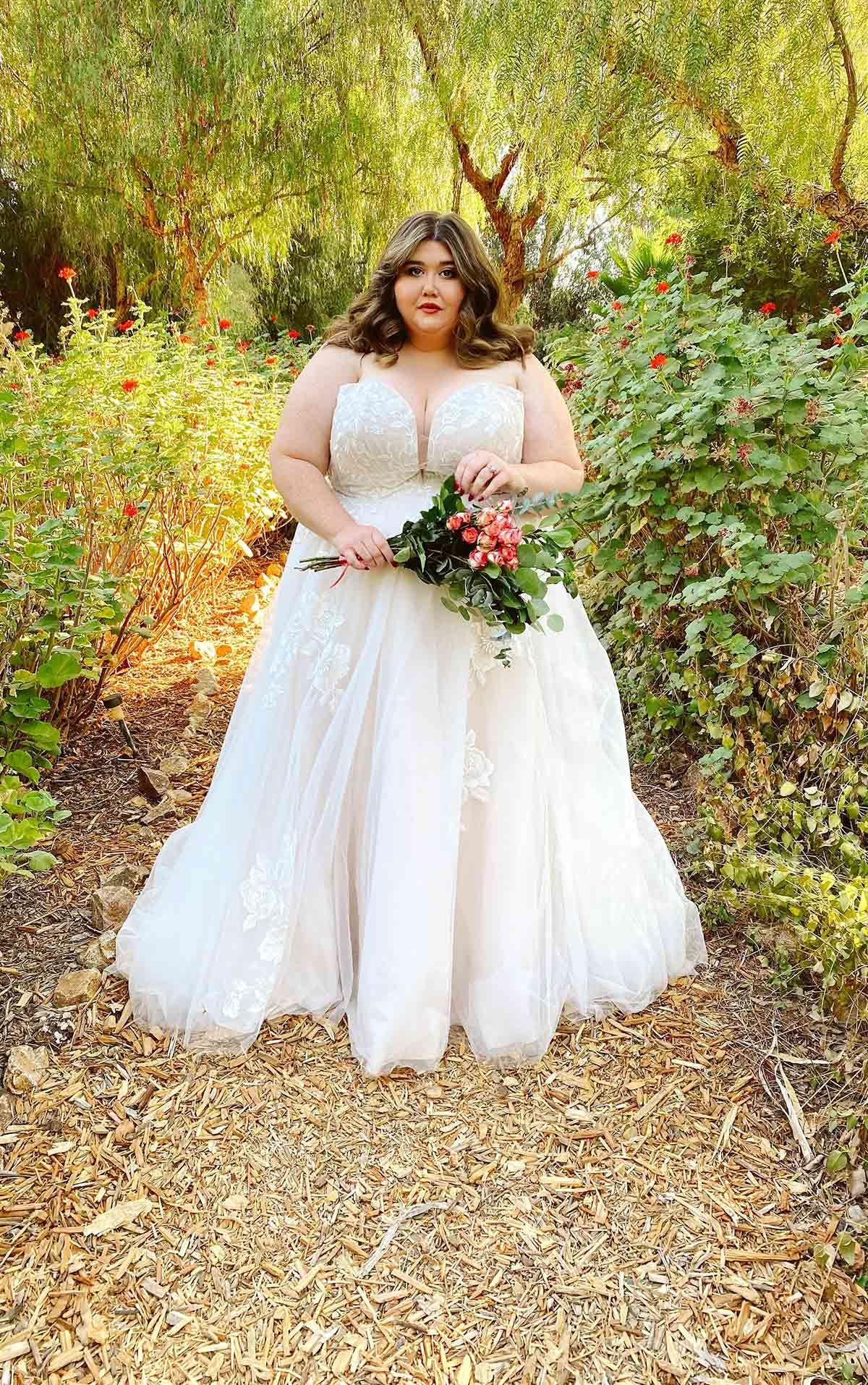 Stella York Romantic Plus Size Strapless Wedding Dress With Sparkle Baley Ball Gown Wedding Dress Affordable Wedding Gown Essence Of Australia Wedding Dress [ 1914 x 1200 Pixel ]