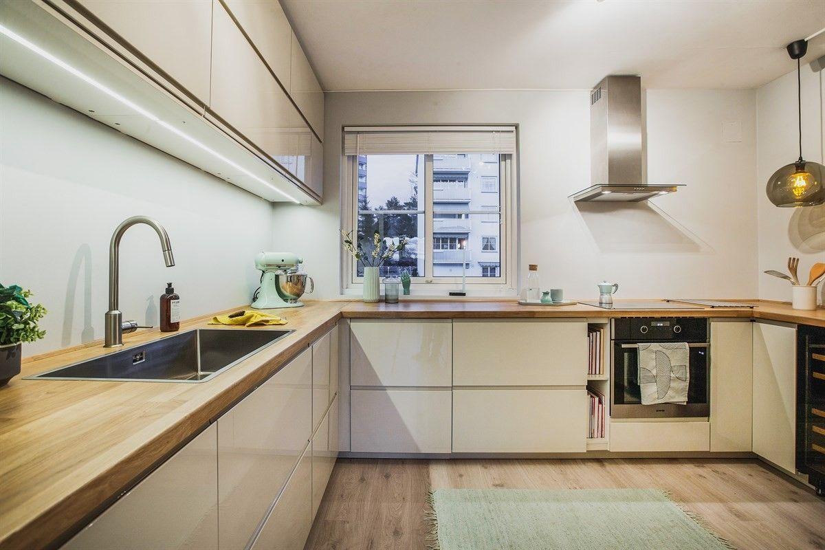 FINN – TONSENHAGEN: Gjennomgående, nylig oppgradert 2-roms med vestvendt balkong og flott utsikt. Ettermiddags-/kveldssol. Attraktivt nabolag tett på marka.