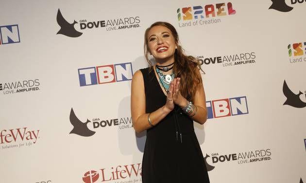 10/11/16 Lauren Daigle repeats with 3 wins at Dove Awards #laurendaigle #doveawards2016