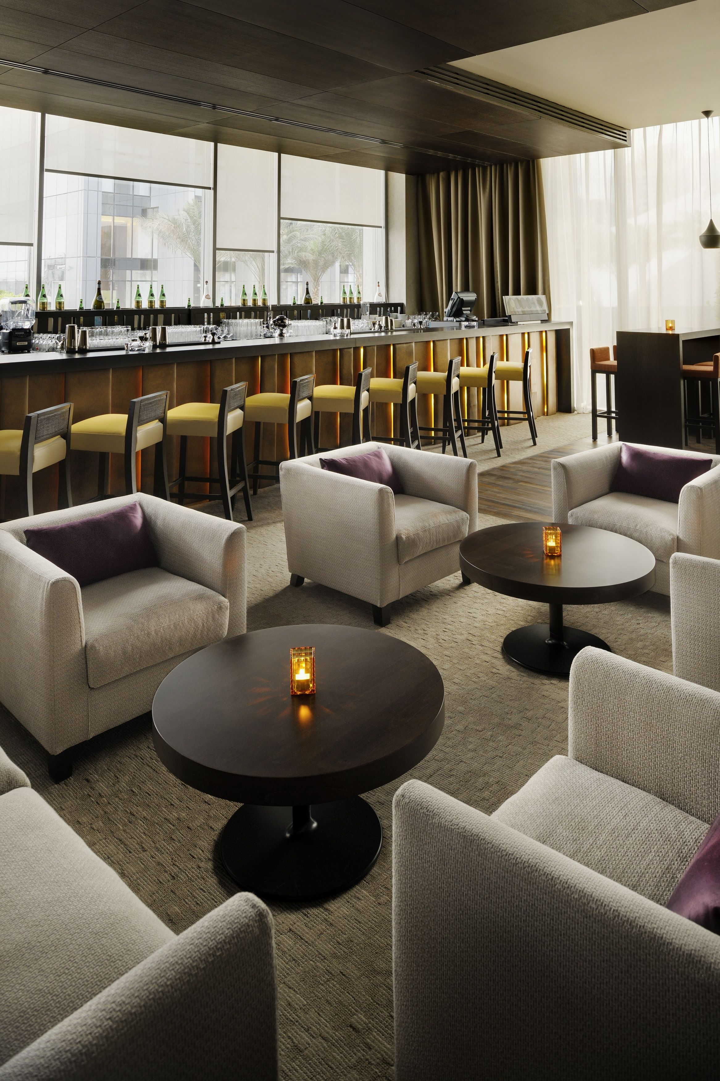 Cigar lounge roberto 39 s hotel lounge lounge design for Modern hotel decor