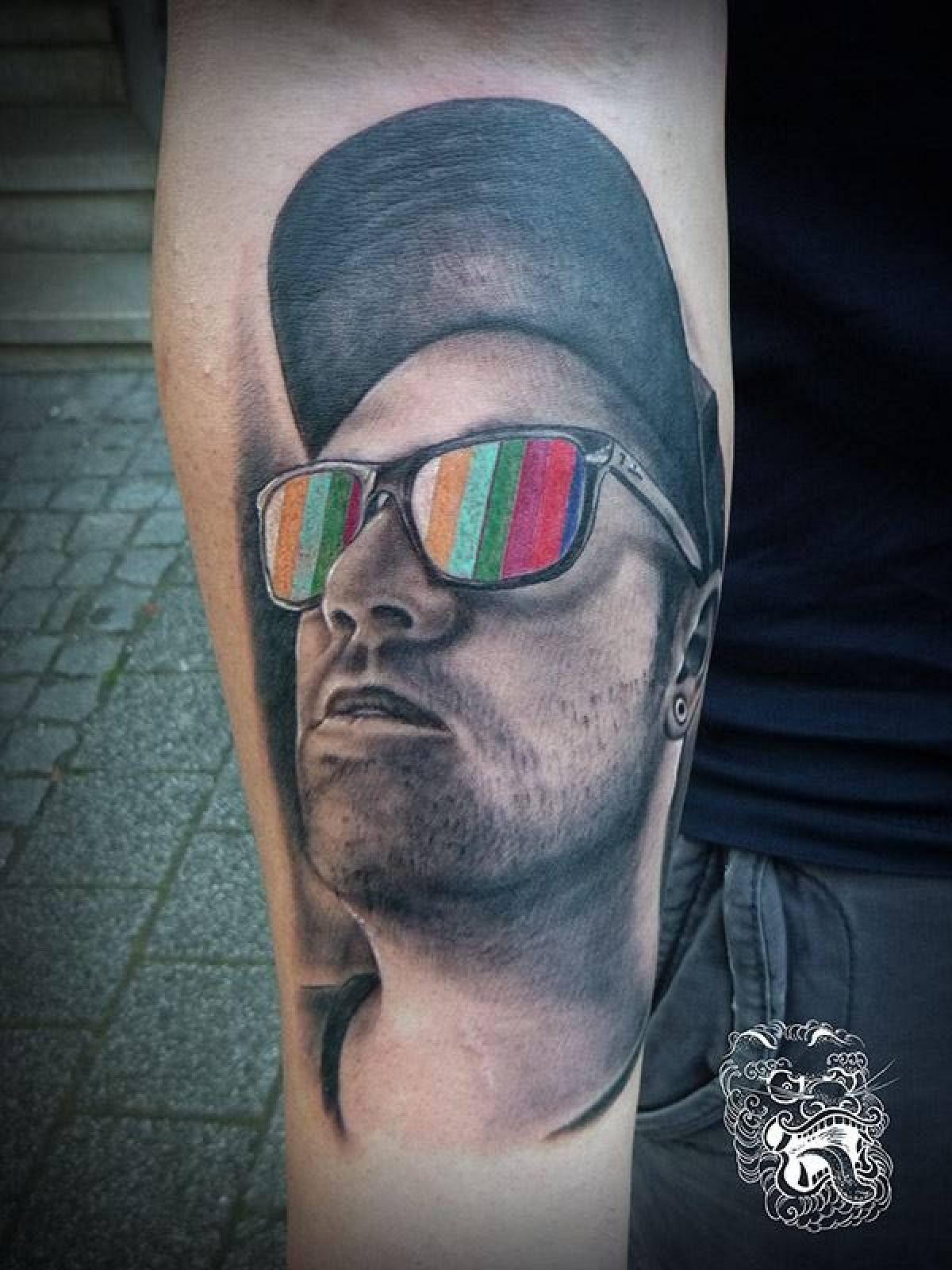 Blank singnal autoportrait tattoo malan tattoo dublin for Best tattoo shop dublin