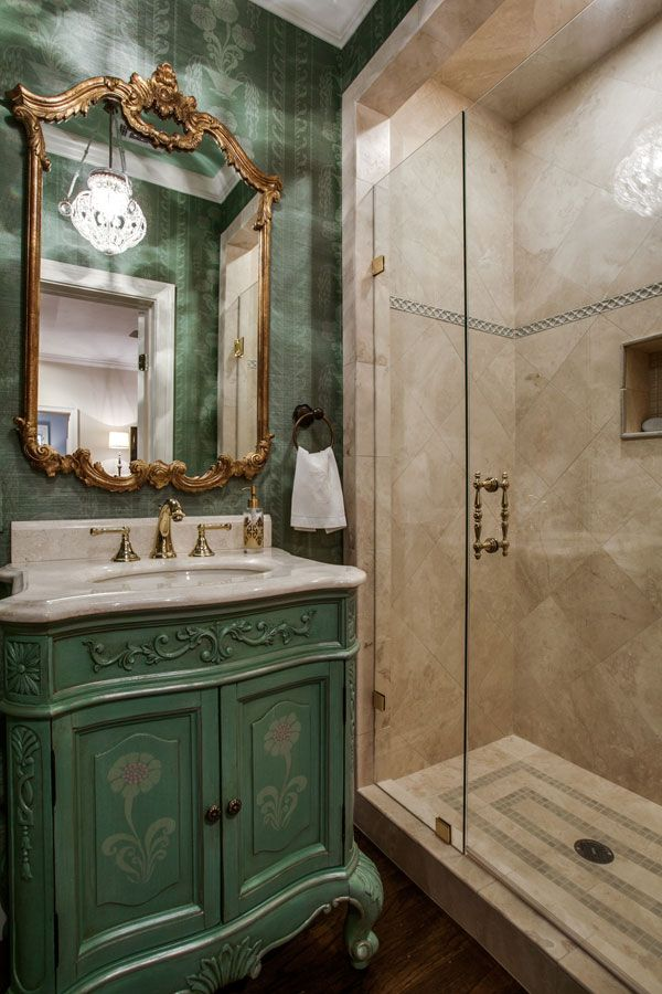 Bathroom decor with Louis XV style mirror and Florentine crystal ...
