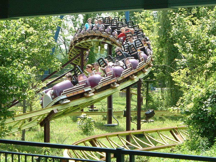 Catwoman S Whip Six Flags New England Great Little Steel Coaster The Train Is Twenty Cars Long And Really Whips Roller Coaster Water Slides Amusement Park