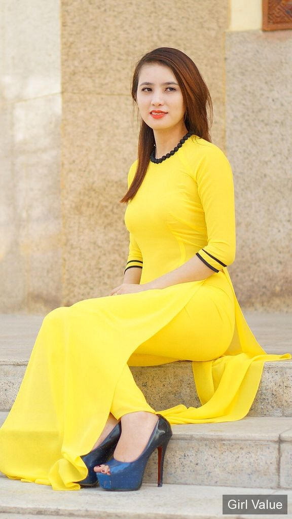 Hot girl in yellow leggings and kameez