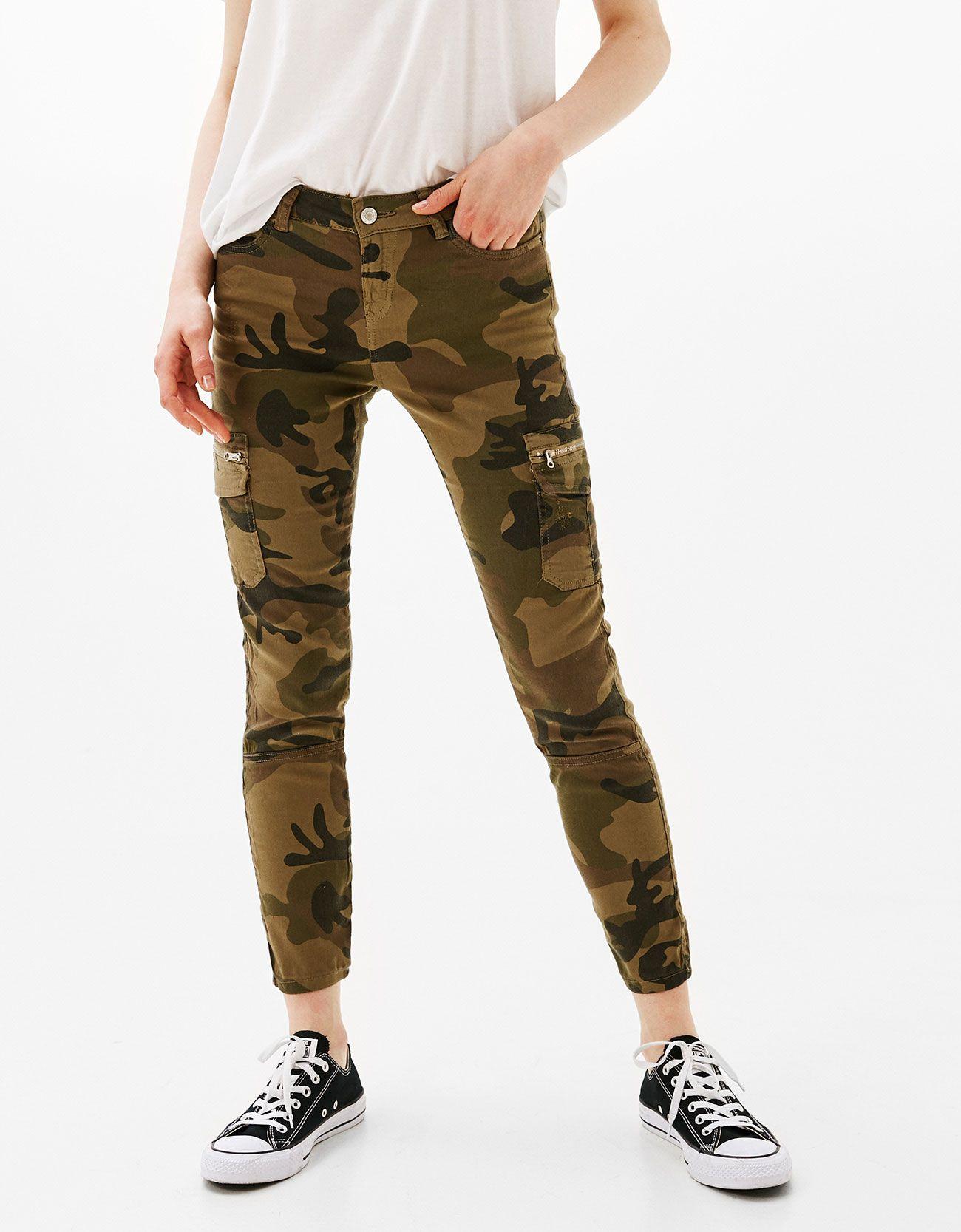 Pantalon Cargo Bolsillos Descubre Esta Y Muchas Otras Prendas En Bershka Con Nuevos Productos Cada Semana Pantalones Bershka Pantalones Cargo Pantalones