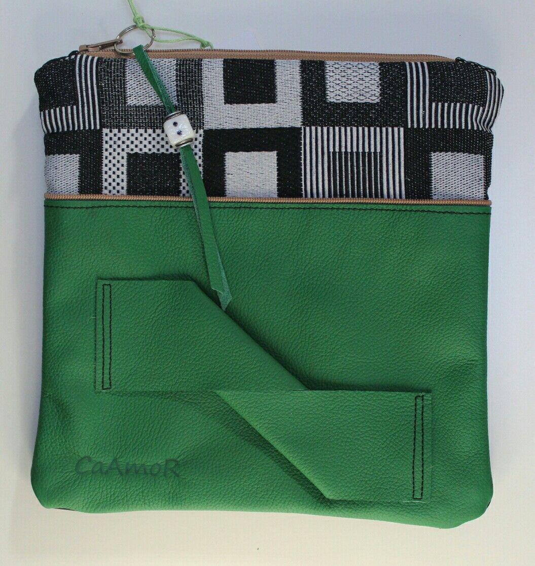Die CaAmoR- Clutch Number 8 ist aus Rindleder. Diese Tasche ist ein Unikat. Designt von Carmen Kordel-CaAmoR.