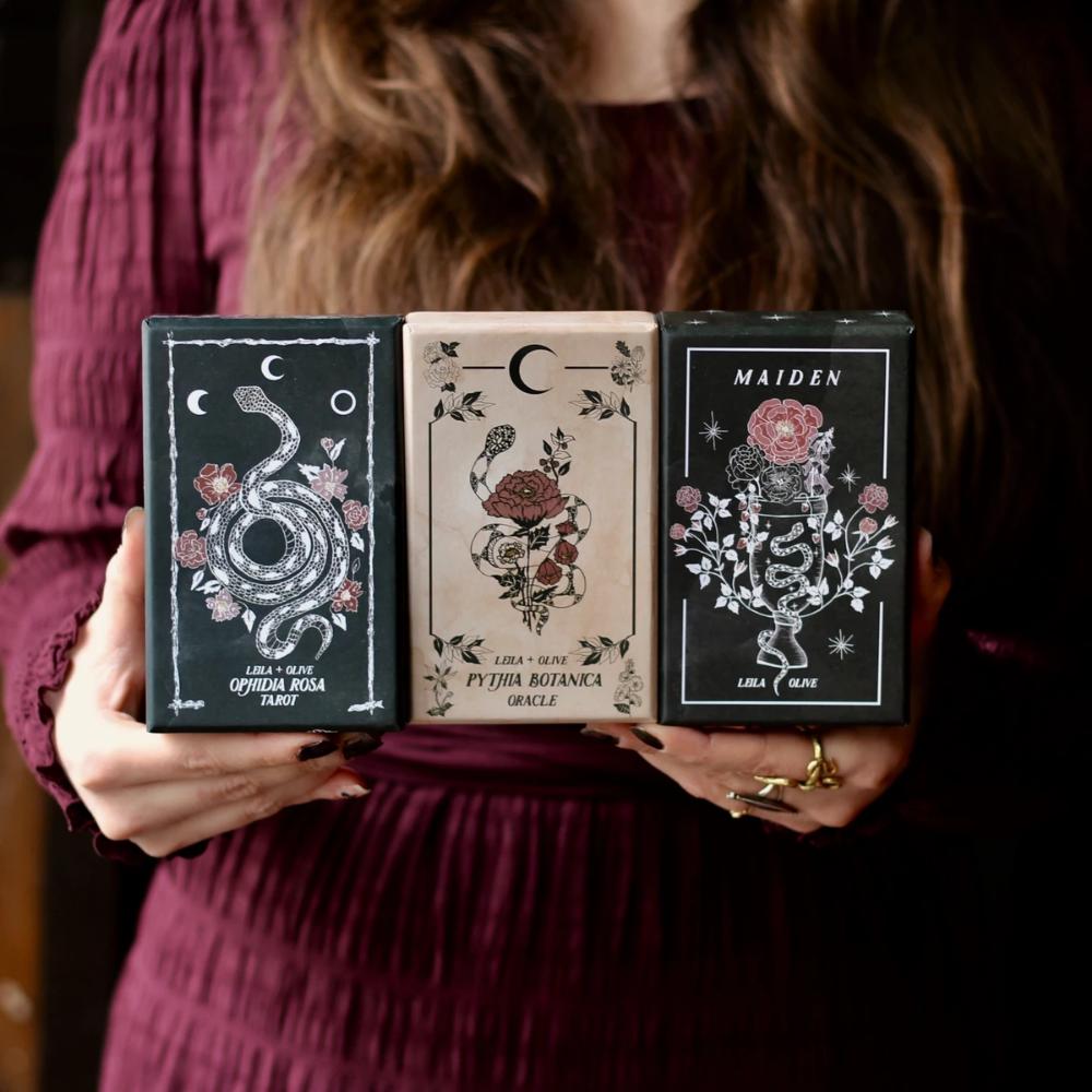 Botanical Tarot & Oracle decks. #plants #floral #botanical #tarot #witch #fullmoontarotspread
