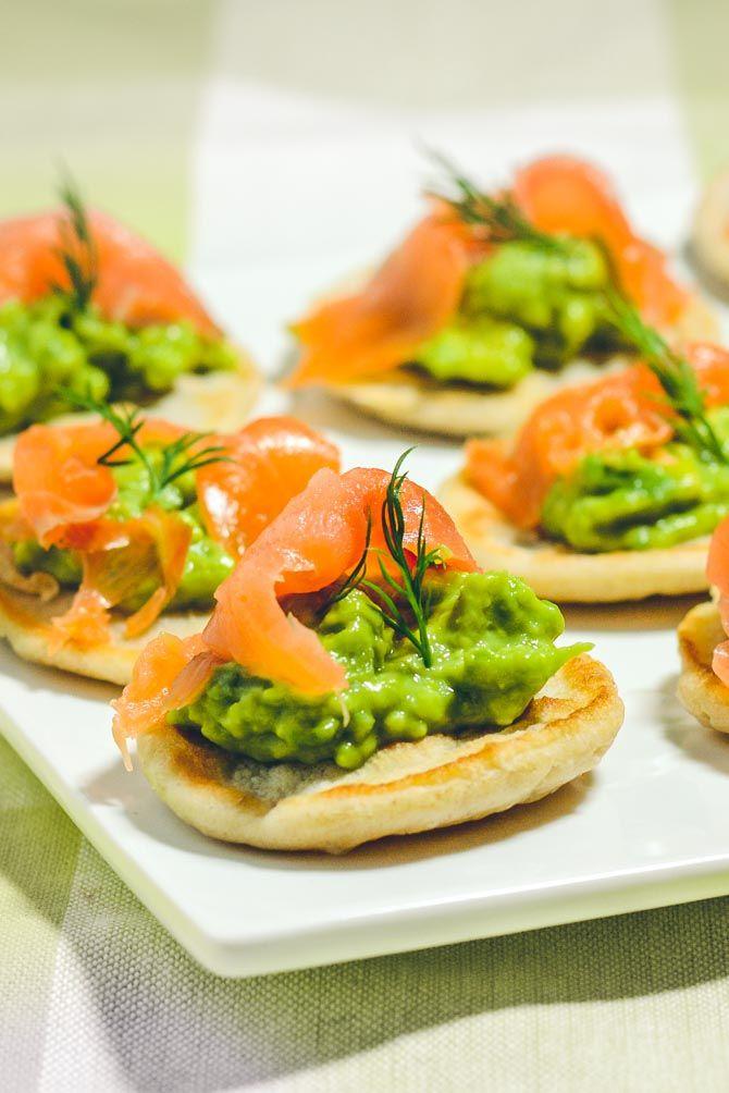 Blinis med laks og avocado, nem opskrift