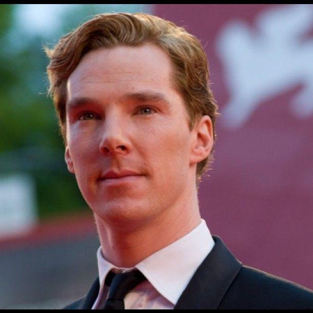 Benedict Cumberbatch sul Red Carped del #venicefilmfestival #venezia68 by…