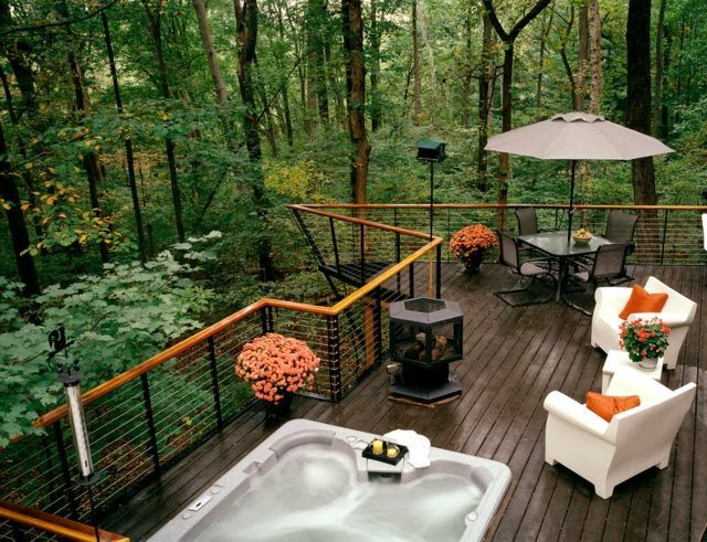 holz terrasse gel nder stahl bodenbelag wald ferienhaus outdoor whirlpool garten terrasse. Black Bedroom Furniture Sets. Home Design Ideas