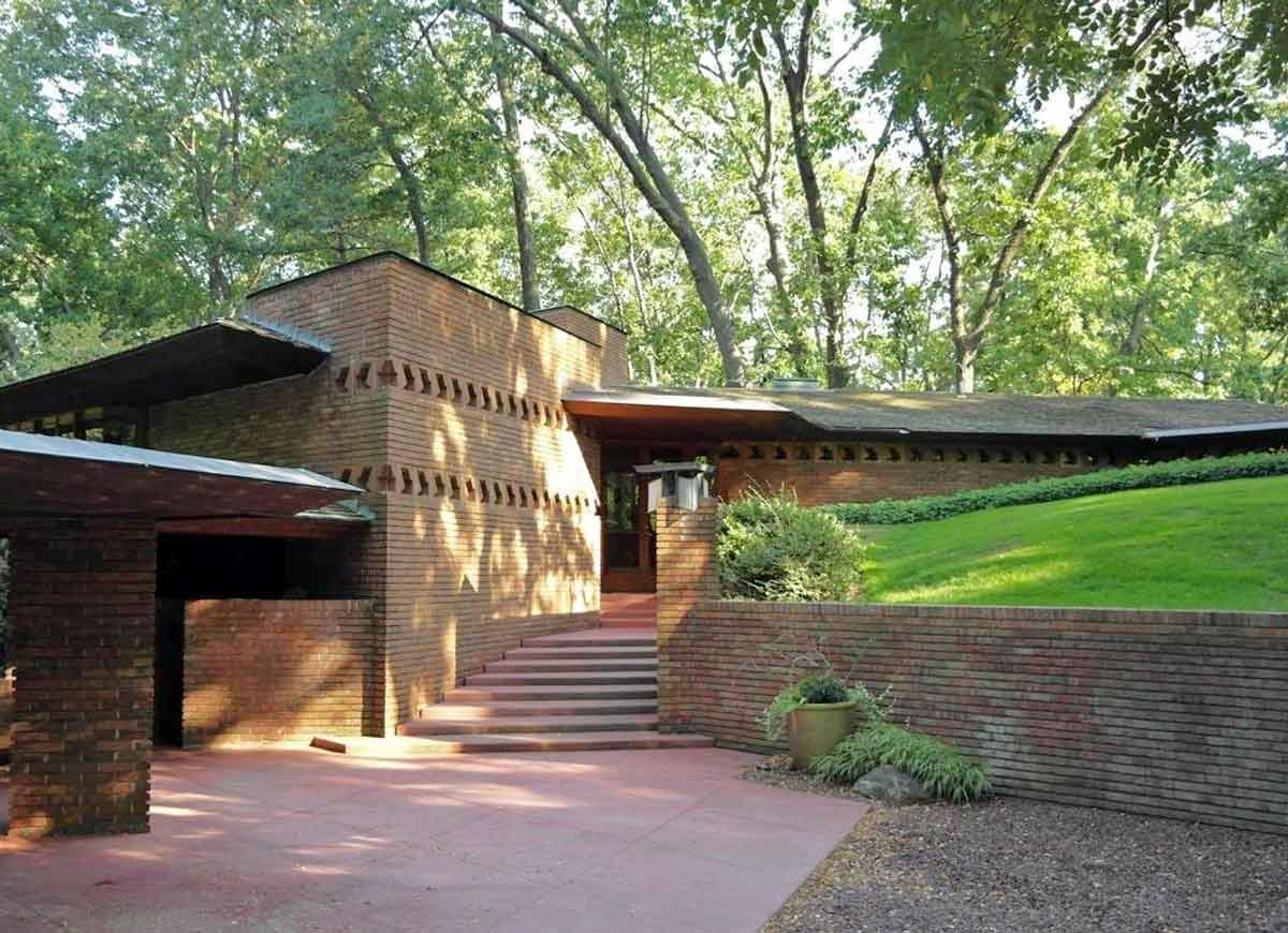 15 Famous Houses You Can Rent For The Weekend Frank Lloyd Wright Homes Frank Lloyd Wright Buildings Frank Lloyd Wright Design