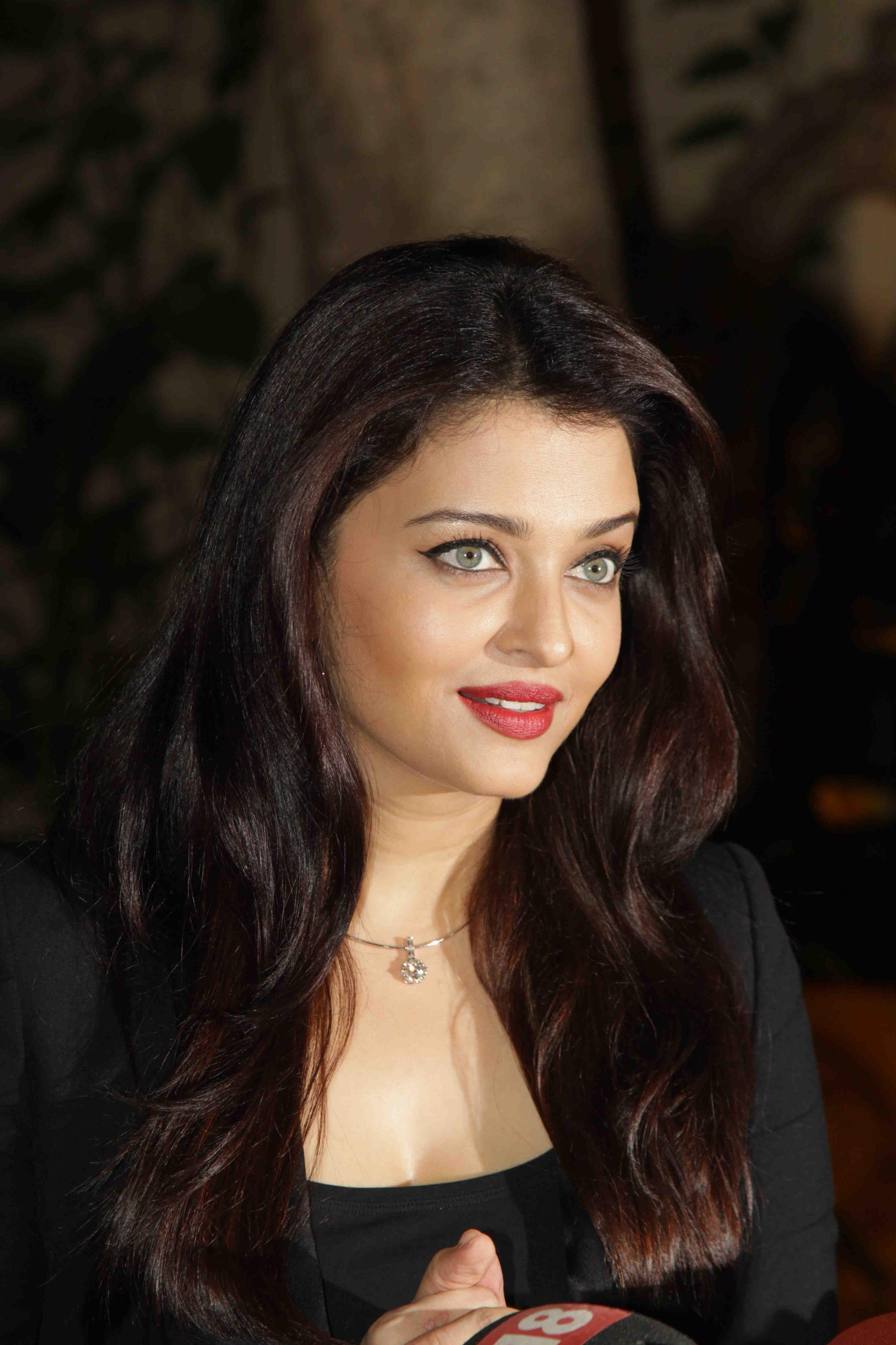 Bollywood Bollywoodcelebs Indianactress Aishwarya Rai Aishwarya Rai Bachchan Beautiful Bollywood Actress
