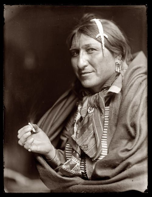 Joe Black Fox Circa 1900 With Images Native American Men