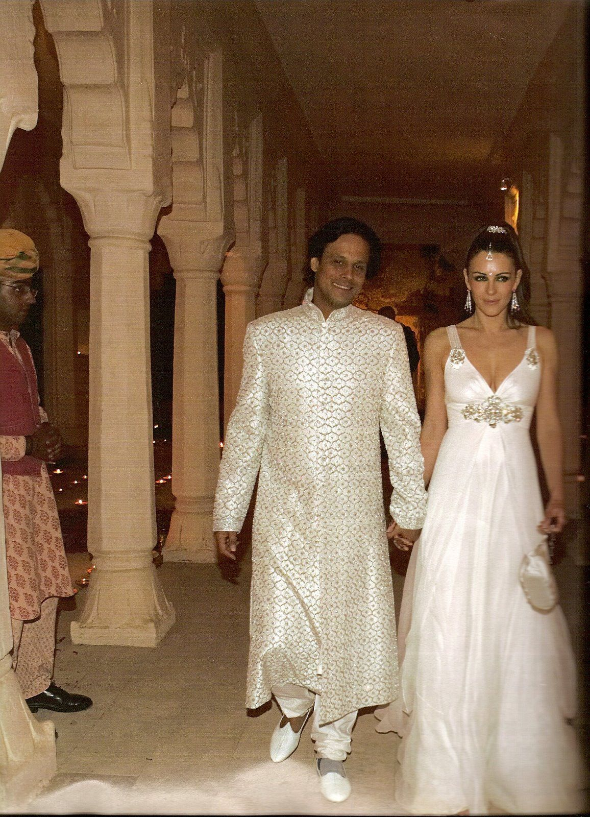English Actress Elizabeth Hurley Wore A Jenny Packham Bridal Gown One Of 3 Gowns She For Her March 2007 Wedding To Indian Textile Heir Arun Nayar
