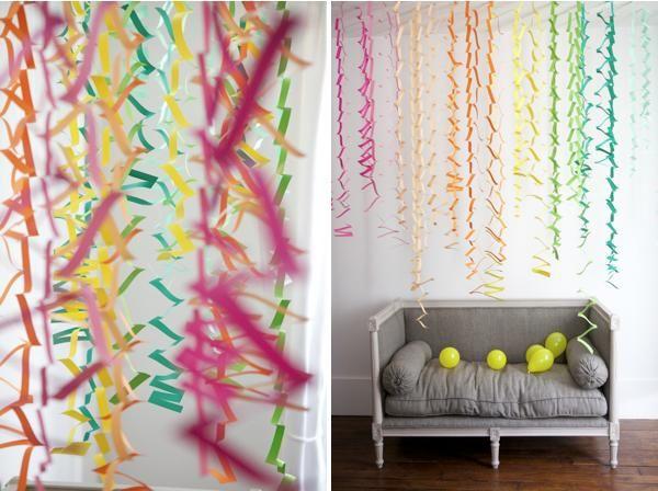 Decoración de una fiesta infantil con una cortina de papel ...