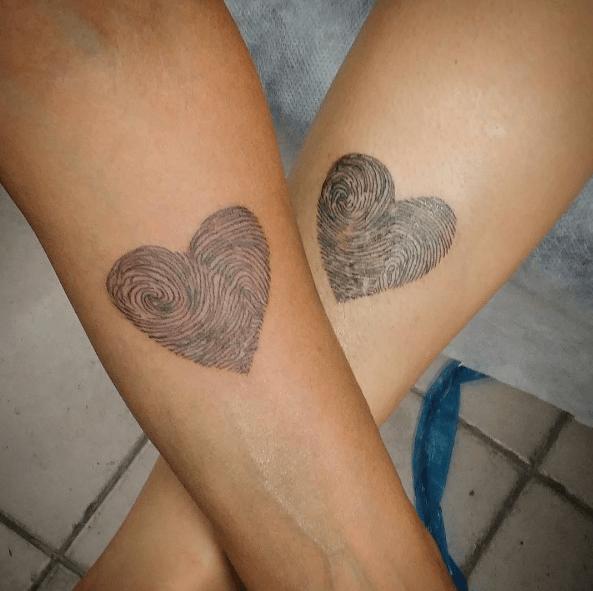 Tatouage Mere Fille Empreinte Coeur Tatoo Tattoos Et Roman