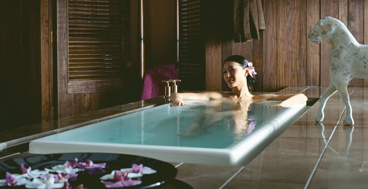 20 Bathroom Designs With Infinity Bathtubs Hydrotherapy Tub