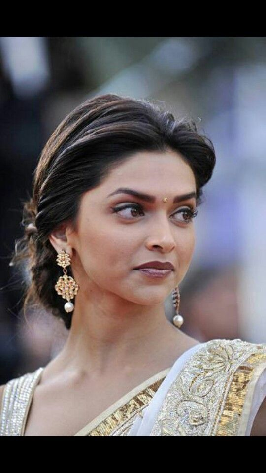Pin By Preeti Buty On Designs Bollywood Hairstyles Deepika Hairstyles Indian Hairstyles