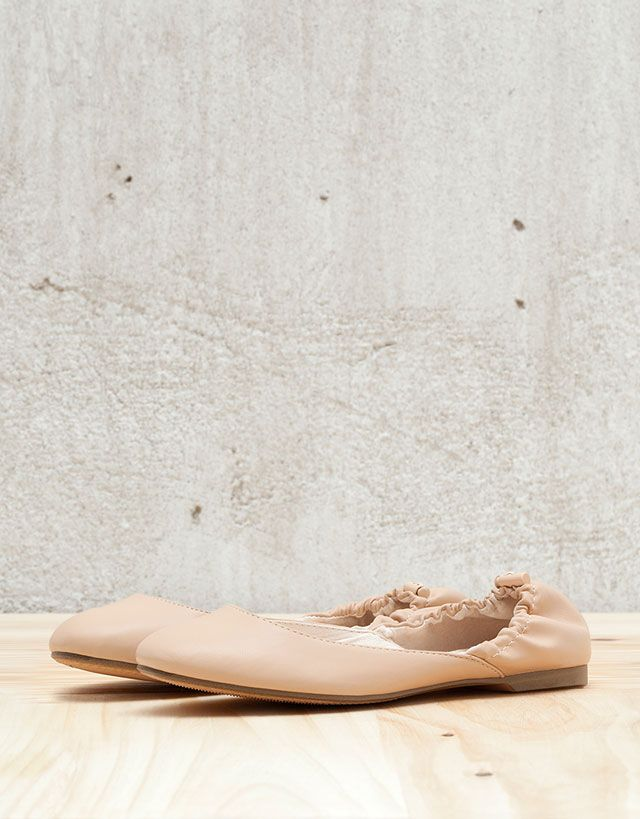 f7ffeec1d8a3 View All - WOMAN - Shoes - Bershka Indonesia