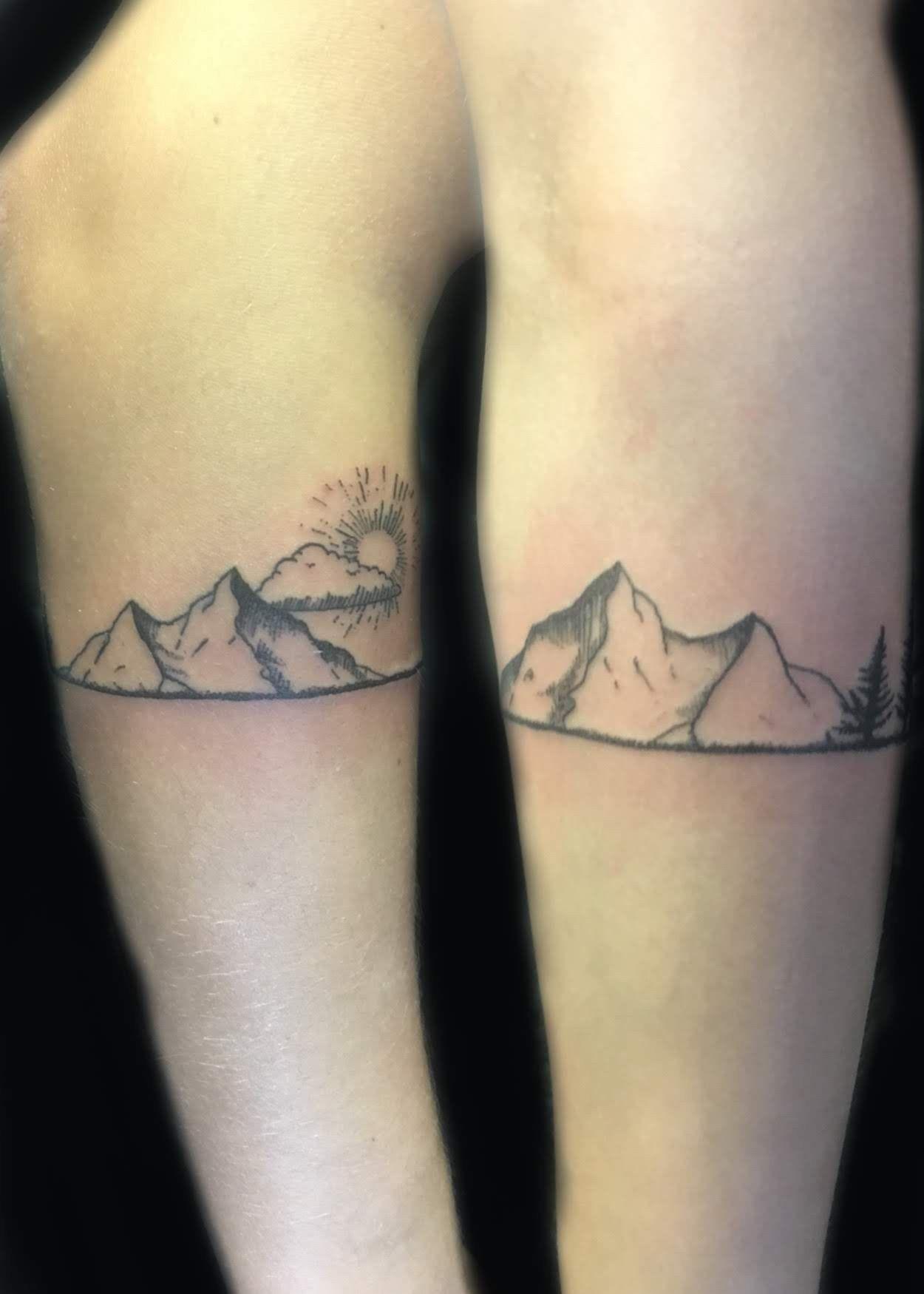 Mountain Armband Tattoo : mountain, armband, tattoo, Dotwork, Armband, Tattoo, Mountains, Trees, Simple, Tattoo,, Tattoos,, Geometric