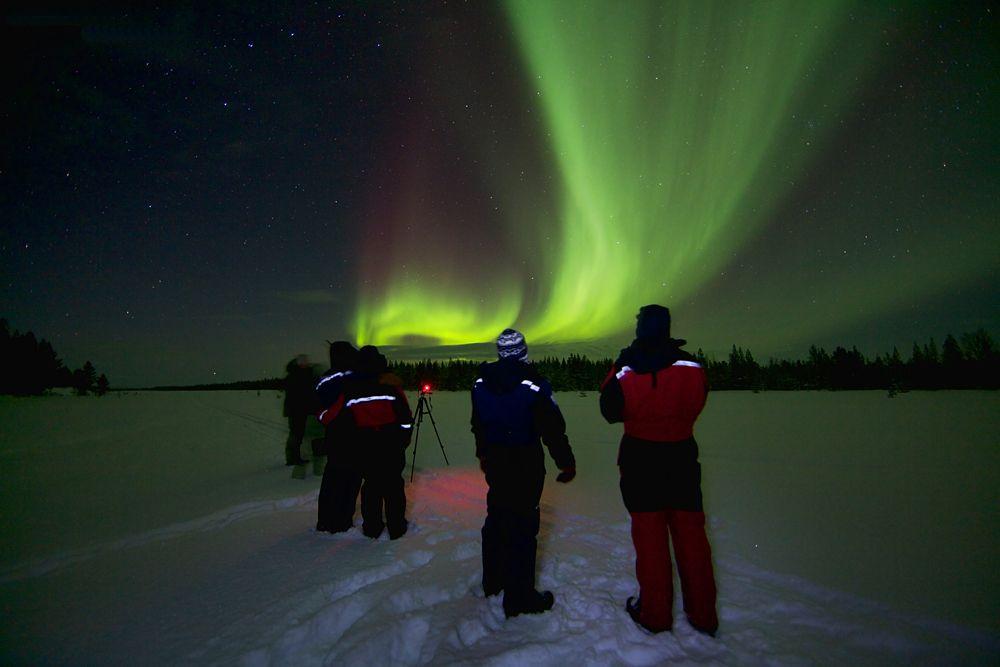 Observando el cielo de Finlandia