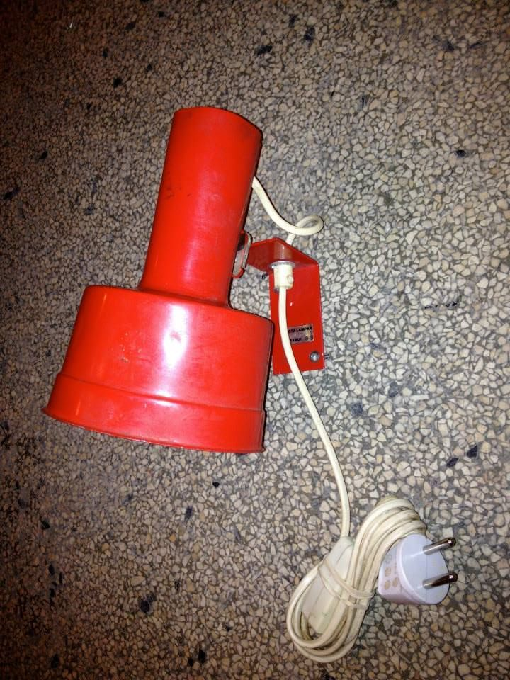 svensk væglampe rød quriosa