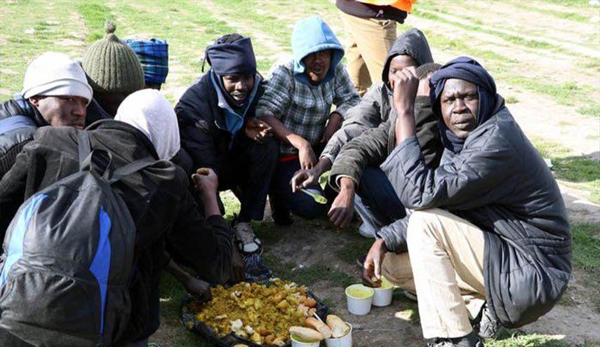 الشرطة الفرنسية تفكك مخيما مؤقتا للمهاجرين في كاليه العالم