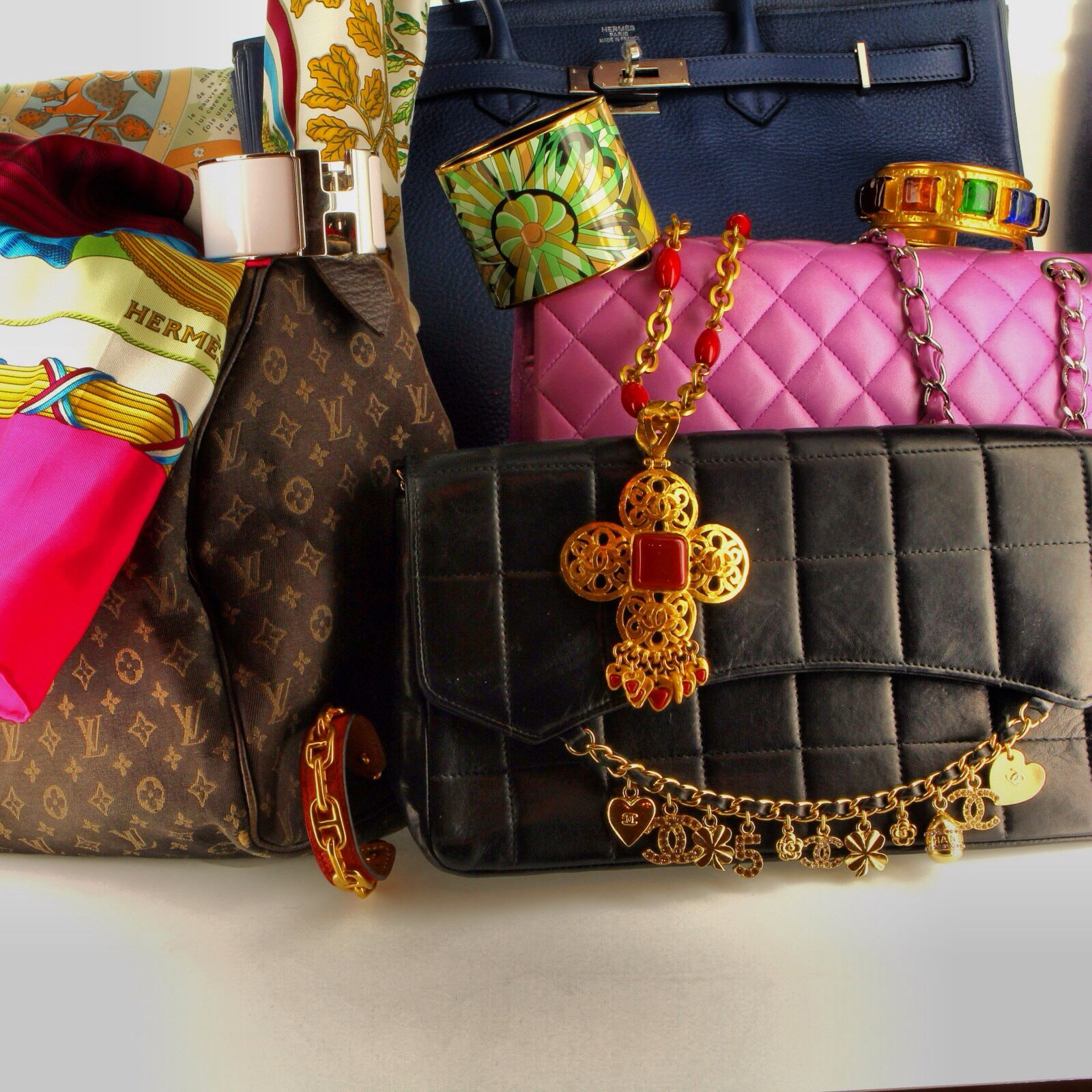 We have a stunning pre-owned luxury collection #hermes #chanel #birkin #louisvuitton #vintage #luxury #handbags #jewelry