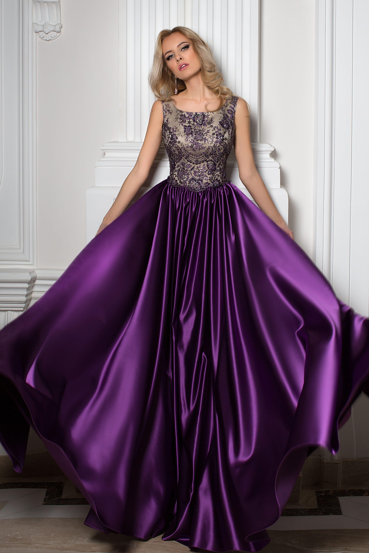 Découvrez notre modèle Diana, une robe de cocktail violette en satin  duchesse avec bustier doré, de la collection Fashion Evening, par Oksana  Mukha Paris.