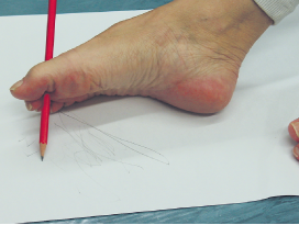 Jalkaterällä piirtäminen